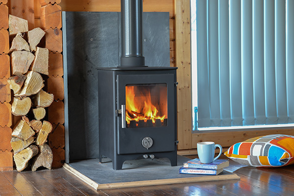 SHORT PENGUIN IN BLACK 5KW MULTI-FUEL STOVE