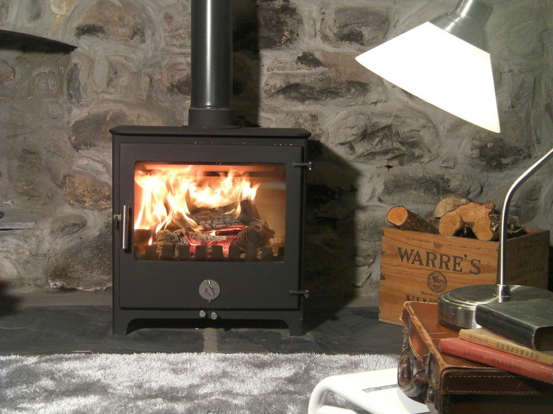 THE PENGUIN 8 MULTI-FUEL STOVE